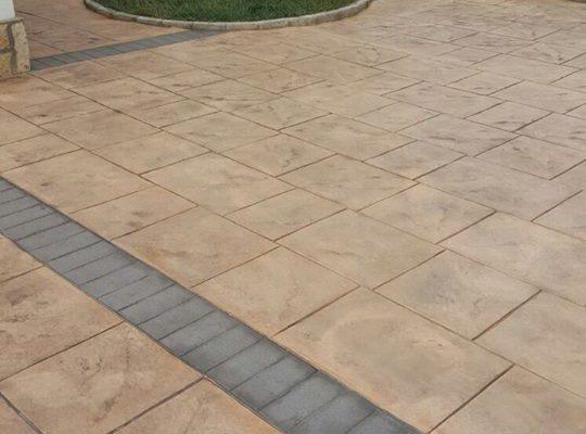 Hormigón impreso para patios acabado envejecido
