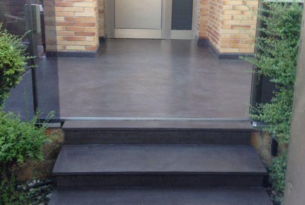 Reforma de  terraza con microcemento para evitar humedades